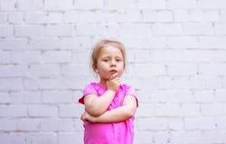 Emozioni del ` s dei bambini riflessione durante vita Immagine Stock Libera da Diritti