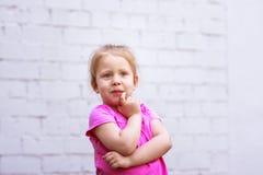 Emozioni del ` s dei bambini riflessione durante vita Immagini Stock Libere da Diritti