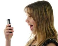 Emozioni di anni dell'adolescenza con il mobile Fotografia Stock