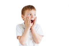 Emozioni di manifestazione del ragazzino su fondo bianco Fotografie Stock Libere da Diritti