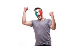 Emozioni felici e di scopo di vittoria, di grido del tifoso italiano nel supporto del gioco della squadra nazionale dell'Italia Fotografia Stock