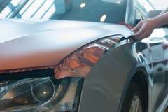 Empâtage du plastique carbonique de voiture photos libres de droits