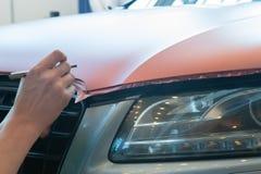 Empâtage du plastique carbonique de voiture photographie stock
