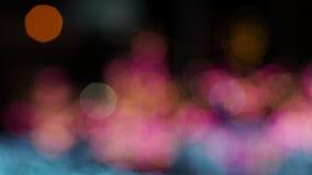 Empañe el foco de la luz en fondo negro de la lámpara en noche en la Navidad antes de día de fiesta romántico tan hermoso del Año metrajes