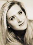 Empañe el retrato del efecto de una mujer sensual atractiva adulta foto de archivo