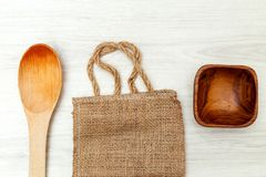 Empacotar fez dos materiais reciclados e dos artigos de madeira Configuração lisa imagem de stock