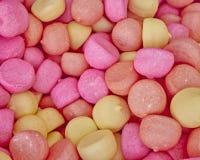 Empalideça - doces cor-de-rosa e amarelos Foto de Stock
