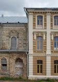 Empalme arquitectónico del contraste de edificios viejos y nuevos Imagenes de archivo