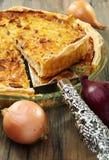 Empanada Alsatian de la cebolla con el jamón. Fotografía de archivo libre de regalías