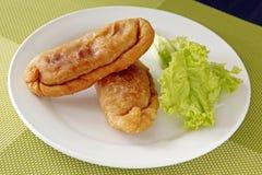 Empanada auf einer Platte Lizenzfreie Stockbilder