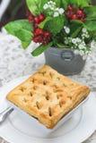 Empanada caliente y flor deliciosas fotografía de archivo libre de regalías