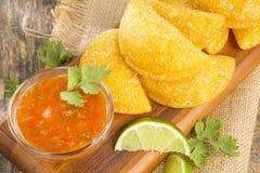 Empanada colombiano con la salsa picante Imagen de archivo libre de regalías