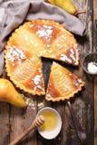 Empanada de la pera con las almendras Fotografía de archivo libre de regalías