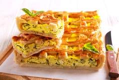 Empanada de los pasteles del shortcrust del queso y de la espinaca Foto de archivo