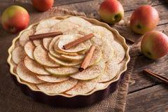 Empanada de manzana hecha en casa tradicional de la acción de gracias cruda Foto de archivo