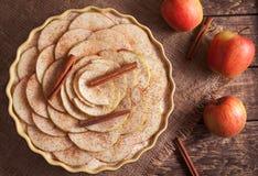 Empanada de manzana hecha en casa tradicional de la acción de gracias cruda Foto de archivo libre de regalías