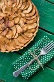 Empanada de manzana jugosa con canela y brandy en abackground Fotografía de archivo libre de regalías