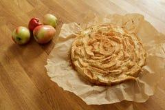 Empanada de manzana nuevamente cocida fotos de archivo