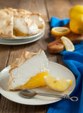 Empanada de merengue de limón fotos de archivo