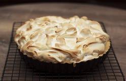 Empanada de merengue de limón encendido Imagen de archivo libre de regalías