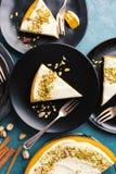 Empanada de Pimpkin con crema y pistachos Foto de archivo