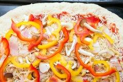 Empanada de pizza cruda cruda Imágenes de archivo libres de regalías