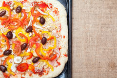 Empanada de pizza cruda cruda Imagen de archivo libre de regalías