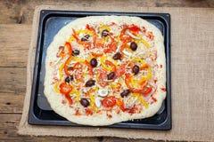 Empanada de pizza cruda cruda Fotos de archivo libres de regalías