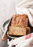 Empanada del pan hecho en casa en estilo rústico imagen de archivo libre de regalías