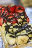 Empanada deliciosa del plátano y de la fresa imagen de archivo