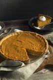 Empanada festiva hecha en casa de la patata dulce Imagenes de archivo