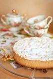 Empanada hecha en casa con el merengue Imágenes de archivo libres de regalías