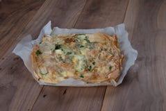 Empanada mediterránea tradicional, con espinaca y queso Foto de archivo libre de regalías