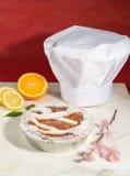 Empanada napolitana de pascua asperjada con el azúcar de formación de hielo y adornada con el flor de la almendra y las frutas fr Foto de archivo libre de regalías