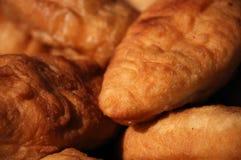 Empanada (Pierogi, pirogi), pasteles rusos de la tradición fotografía de archivo libre de regalías