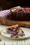empanada Tartas de la fruta con las bayas frescas dulces imagenes de archivo