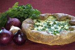 Empanada tradicional hecha en casa de la col Imagen de archivo