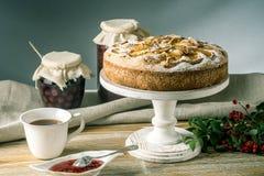 Empanada y postres de Apple en la tabla Fiesta del té en un estilo rústico Todavía del otoño vida dulce Imágenes de archivo libres de regalías