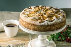 Empanada y postres de Apple en la tabla Fiesta del té en un estilo rústico Todavía del otoño vida dulce Fotos de archivo libres de regalías