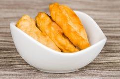 Empanadas крупного плана очень вкусные лежа в малом белом шаре Стоковое Фото
