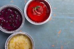 Empanadas coloridas y diversas en fondo del vintage Foto de archivo libre de regalías