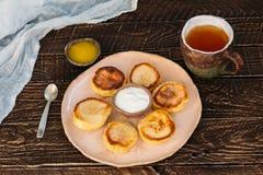Empanadas del queso con té Imágenes de archivo libres de regalías