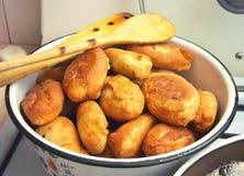 Empanadas fritas en la estufa Fotografía de archivo