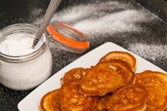 Empanadas hechas en casa del plátano con la harina imagen de archivo