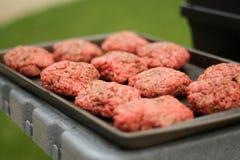 Empanadas sin procesar de la hamburguesa Fotos de archivo libres de regalías