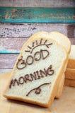 Empane la rebanada con el chocolate y mañana de la palabra la buena para el desayuno Imagenes de archivo