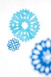 Empapele los copos de nieve Fondo abstracto de la Navidad Fotos de archivo libres de regalías