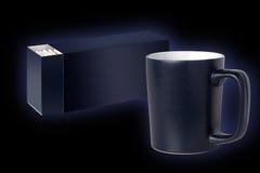Empaquetado azul marino de la taza y del té Foto de archivo libre de regalías