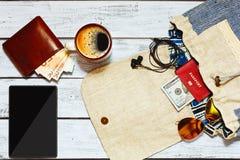 Empaquetado de la mochila para un viaje Fotografía de archivo libre de regalías