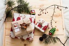 Empaquetado del regalo del Año Nuevo Imagenes de archivo